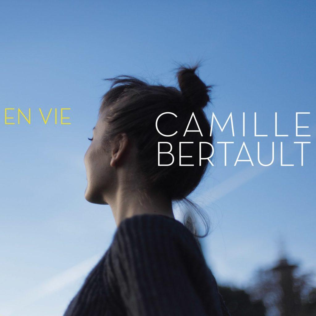 En vie Camille Bertault ( Auteur, compositeur, arrangeur) Gildas Boclé (Acoustic Bass) Antoine Pagnotti (Drums) Olivier Hutman (Piano)